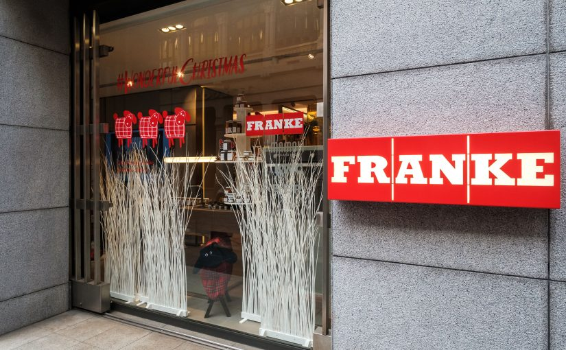 Franke inaugura le vetrine natalizie e il temporary shop di Nonno Andrea